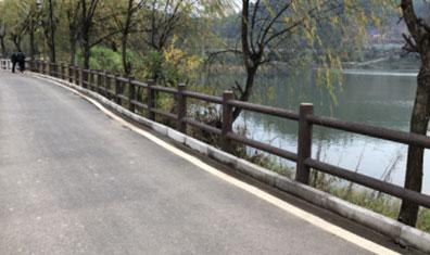 龙南上游村仿树皮二杆护栏