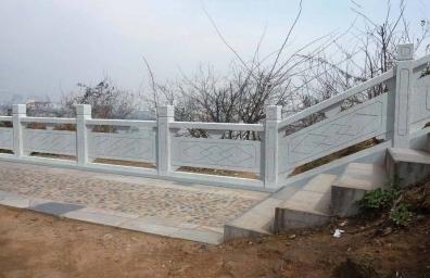 在安装水泥仿木护栏时的应注意事项